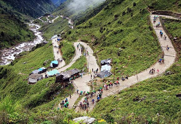 Devotees on the road to Kedarnath Temple