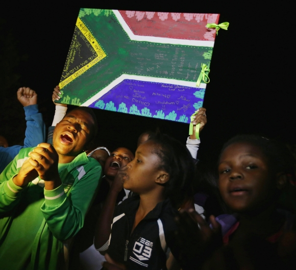 Young well-wishers sing songs praising Mandela in Pretoria