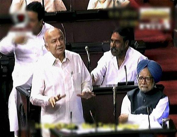 Home Minister Sushilkumar Shinde's GOOF UPs!