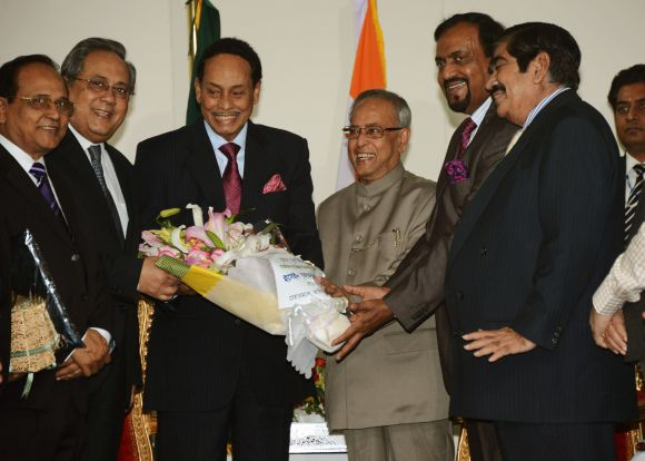 Gen (Retd) HM Ershad calls on President Pranab Mukherjee in Dhaka