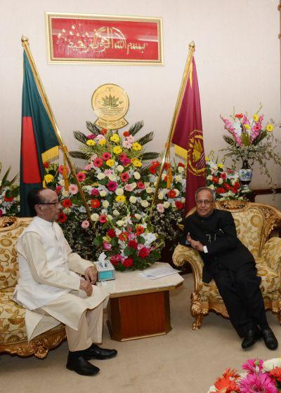 President Pranab Muukherjee speaks to his Bangladeshi counterpart Zillur Rahman during a meeting in Dhaka