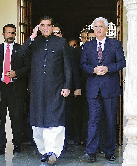 Pakistan's Prime Minister Raja Pervez Ashraf with India's Foreign Minister Salman Khurshid