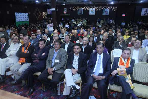 Indian Americans listens to Modi's speech in New Jersey
