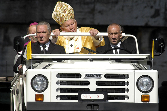 Popemobile: The wheels that drive the Pontiff