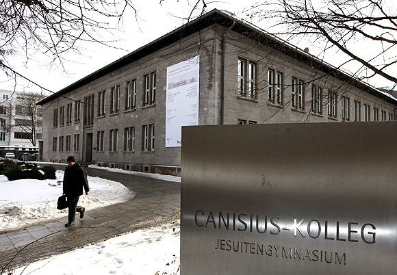 The headmaster of the Jesuit managed Canisius Kolleg high school in Berlin sent an open letter to former students apologising for the sexual abuse in the seventies and eighties by some priests working at the school.