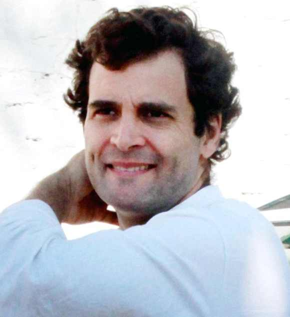 In surprise visit, Rahul promises to connect Amethi to America