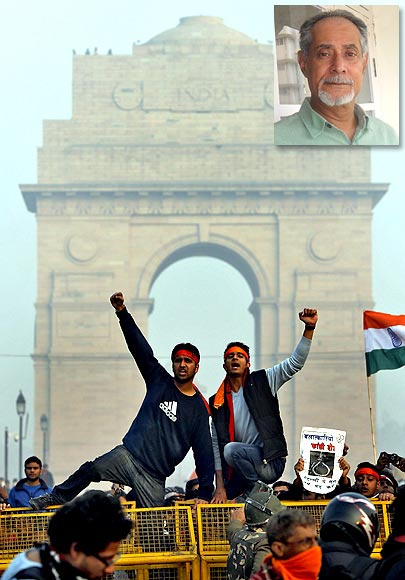 Demonstrators at India Gate built to commemorate British Indian soldiers who died in WWI and the Third Afghan War; inset, Writer Zareer Masani.
