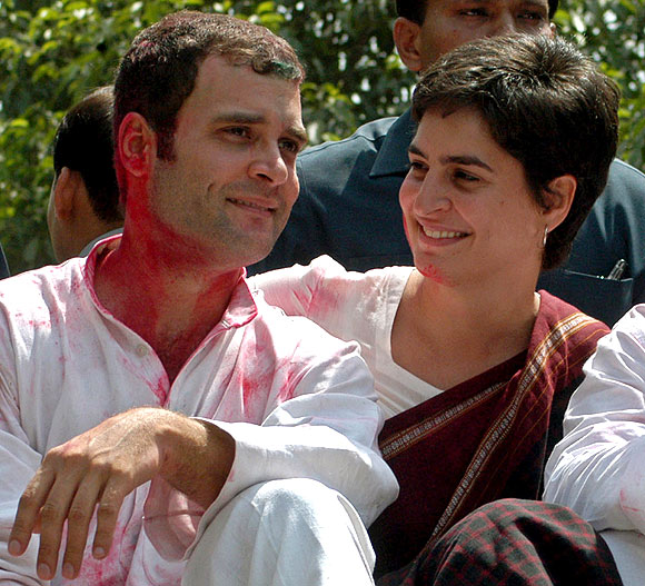 Rahul Gandhi celebrates Holi with his sister, Priyanka.