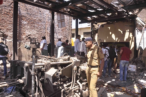 PIX: 5 dead after explosion in factory in Mumbai