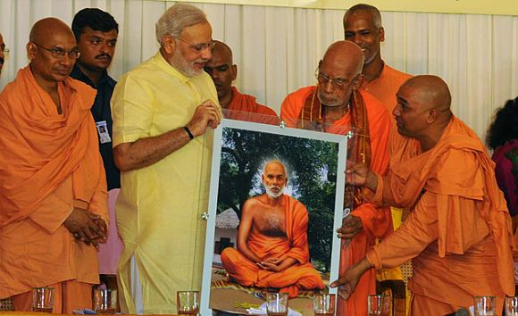 Modi being felicitated at Sivagiri mutt
