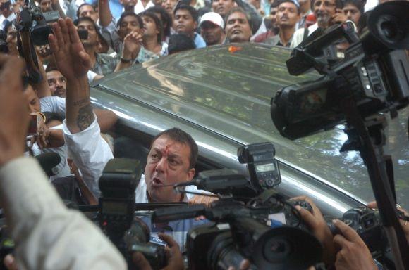 Sanjay Dutt arrives at TADA court in south Mumbai Thursday afternoon