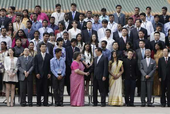 Li Keqiang shakes hands with Nita Chowdhury, secretary of the ministry of youth affairs and sports, after a group photo during a meeting with the members of an Indian youth delegation at the Zhongnanhai compound in Beijing, May 15