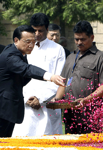 Chinese Premier Li Keqiang scatters rose petals at the Mahatma Gandhi memorial at Rajghat