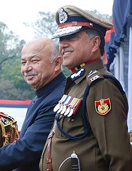 Home Minister Sushil Kumar Shinde wanted to replace Delhi Police Commissioner Neeraj Kumar.