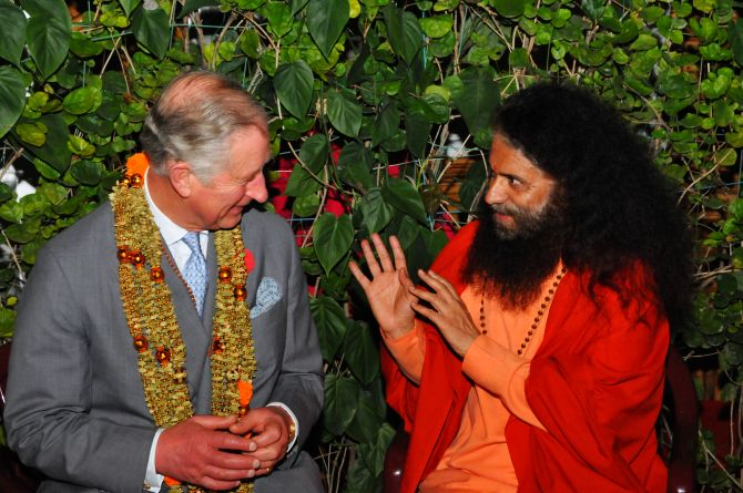 Prince Charles speaks with Swami Chidanand Saraswati in Rishikesh on Wednesday