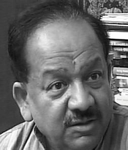 Poll campaign war: Cong moves EC against Harsh Vardhan