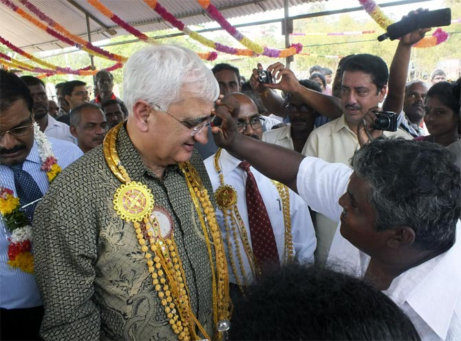 External Affairs Minister Salman Khurshid is welcomed by Tamils in Jaffna, October 2013.