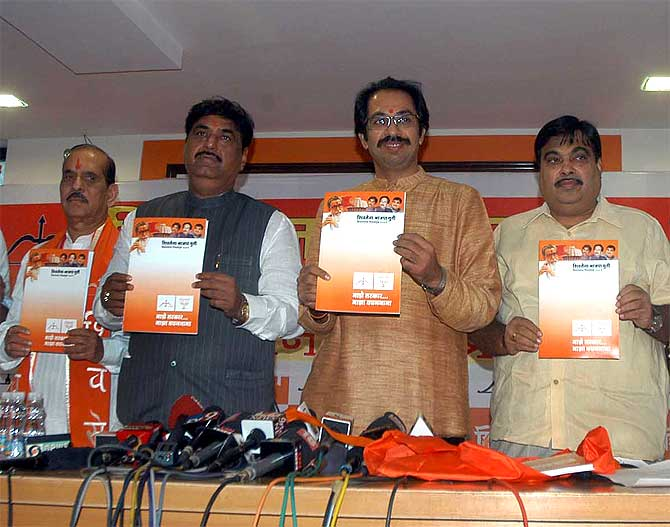 Shiv Sena Executive President Uddhav Thackeray, second from right, flanked by former Lok Sabha Speaker Manohar Joshi, left, senior BJP leaders Nitin Gadkari, right and Gopinath Munde, release the election manifesto for the Maharashtra assembly polls, October 13, 2009