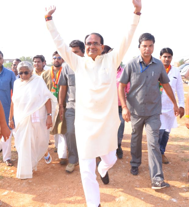 Shivraj Singh Chouhan arrives at a rally in Ajaygarh