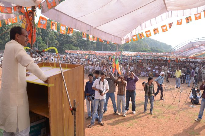 Shivraj Singh Chouhan addressing a rally at Ajaygarh