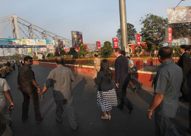 British Prime Minister David Cameron visits Howrah Bridge during his Kolkata visit