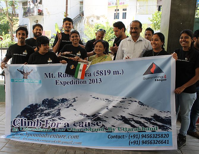 The expedition team with Padma Shri Chandraprabha Aitwal at the flag-off ceremony