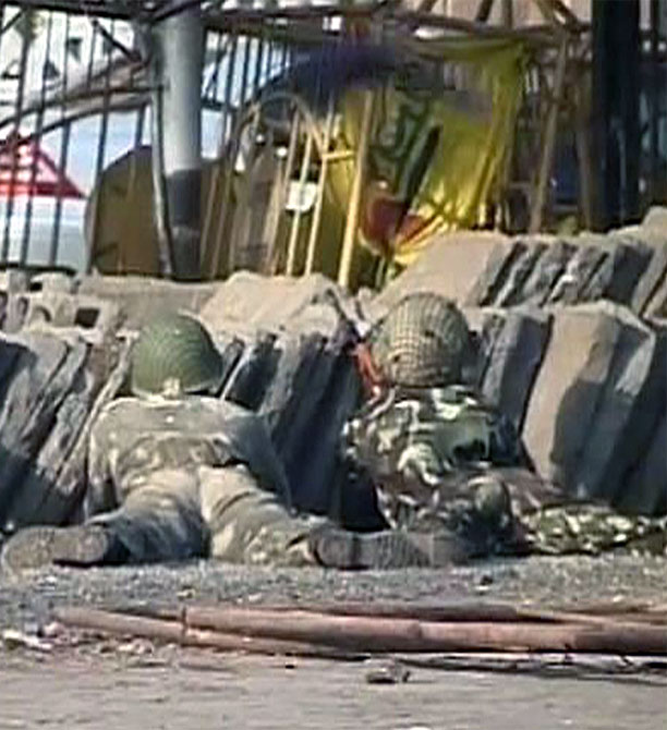 A video grab shows army personnel taking positions in front of the Taj Mahal hotel in Mumbai on November 27, 2008