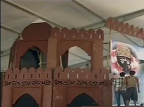 Cong moves EC against Modi's 'poisonous' remark, using Red Fort replica