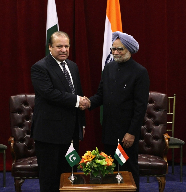 Pakistan's Prime Minister Nawaz Sharif shakes hands with India's Prime Minister Manmohan Singh during the United Nations General Assembly at the New York Palace hotel in New York