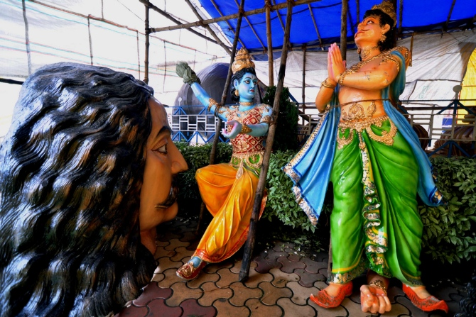 Kolkata gears up for Durga Pujo
