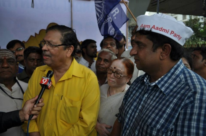 AAP National Executive member Prithvi Reddy along with justice Santosh Hegde