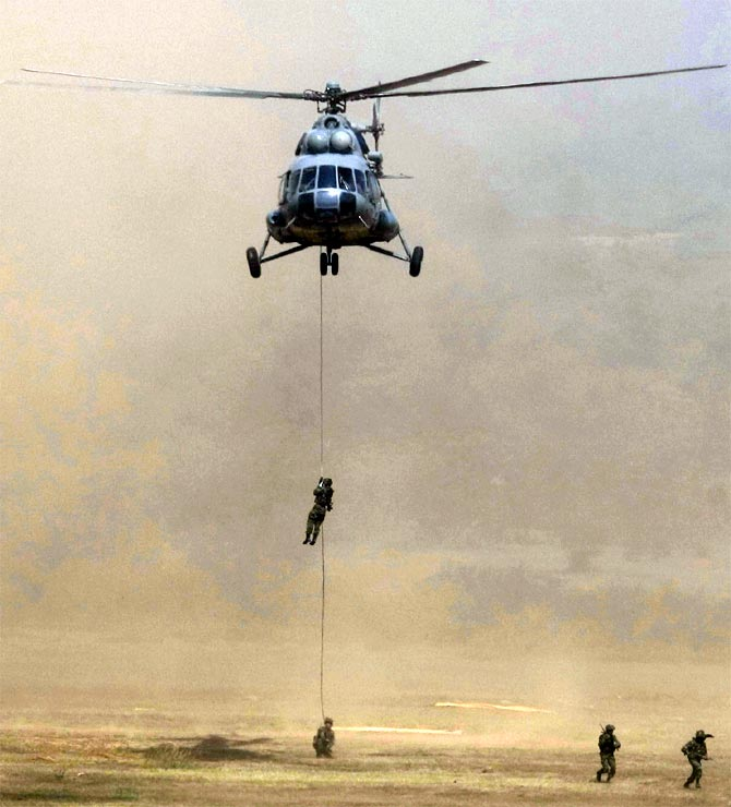 Army soldiers rappel down a MI-17 helicopter during 'Yudh Abhyas', a joint Indo-US training exercise in Babina, Uttar Pradesh