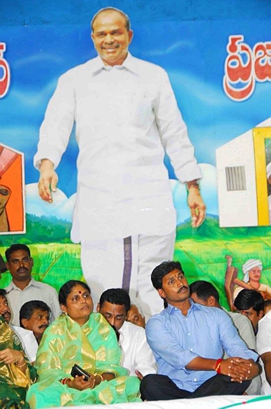 YRS Congress President Jagan Mohan Reddy with mother Vijayamma