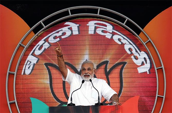Gujarat CM Narendra Modi addresses the crowd in Delhi