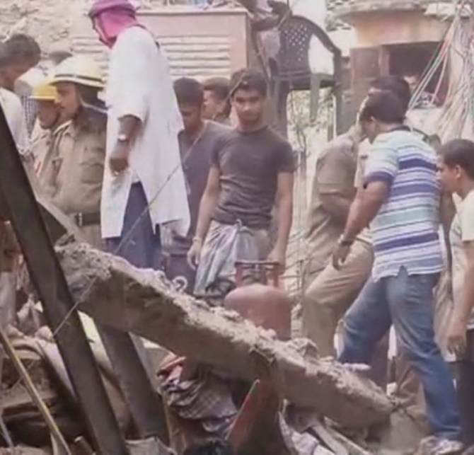 Building collapses in north Delhi, two dead