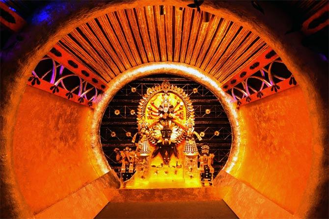 Hati Bagan Sarbojanin Durga Pujo