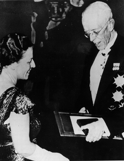 Pearl Buck receiving the Nobel Prize for Literature from King Gustav V of Sweden in the Stockholm Concert Hall in 1938