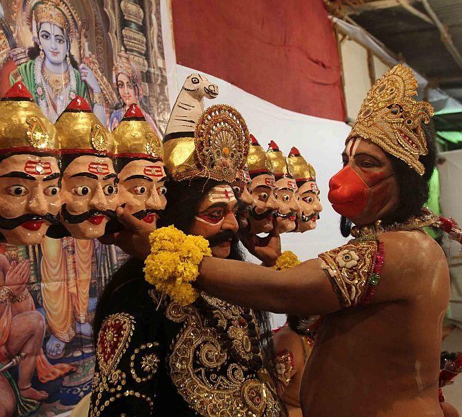 India CAPTURED: Hanuman lends a hand to Raavan