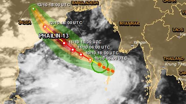 Cyclone Phailin slams into Odisha, Andhra coast