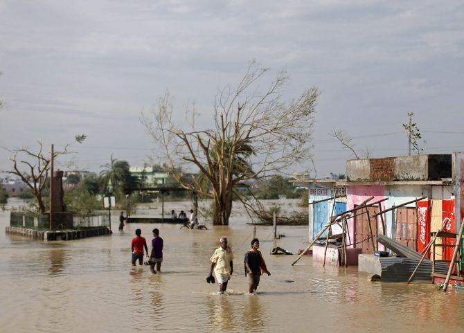 647 villages in Odisha still marooned; DONATE!