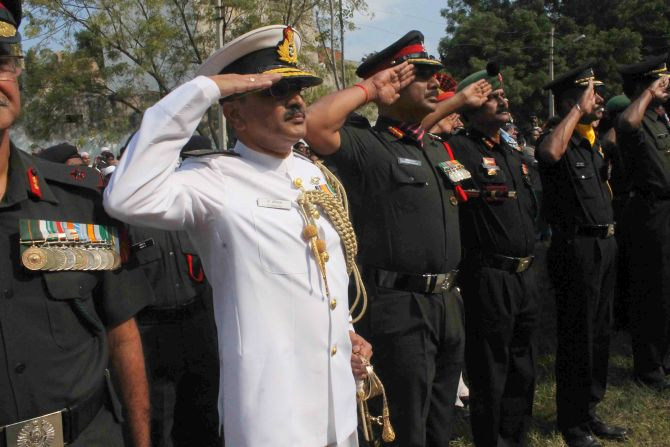 Senior army officials saluting Lance Naik Firoz Khan at Hyderabad on Thursday