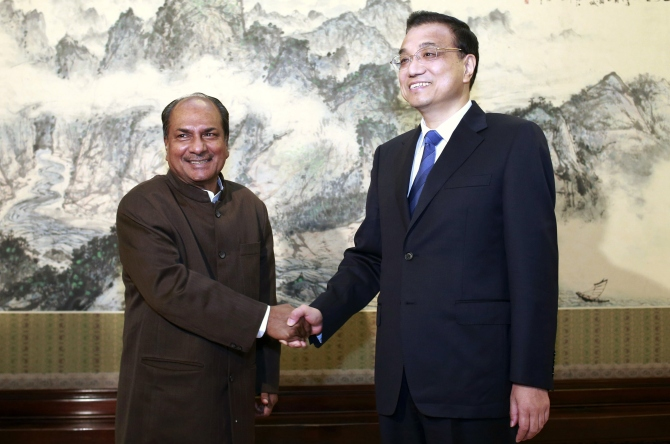 Chinese Premier Li Keqiang with Defence Minister A K Antony, left, at the Zhongnanhai Leadership Compound in Beijing, July 5, 2013.