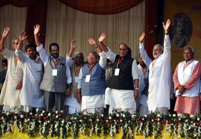 Modi at the stage with senior BJP leaders