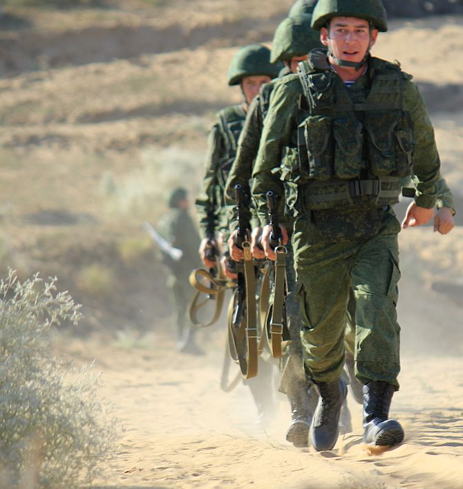 Russian soldiers at the Mahajan field firing range
