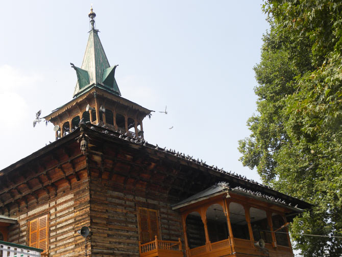Srinagar is dotted with dargahs that have soaring spires, pyramidal roofs, tiering and square structures