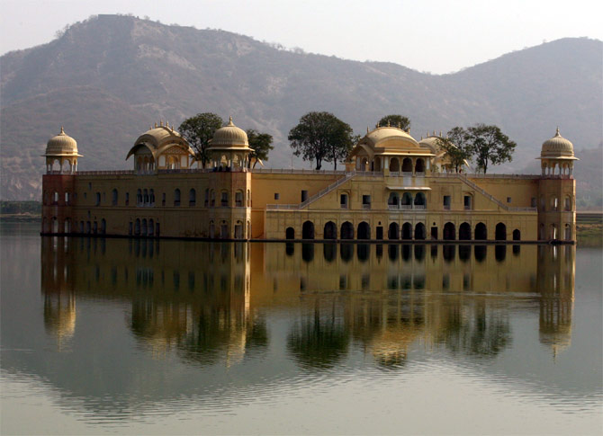 Jaipur's historic Mansagar lake