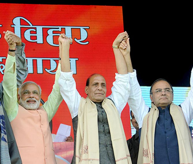 Narendra Modi withBJP president Rajnath Singh and Arun Jaitley during Hoonkar rally in Patna on Sunday