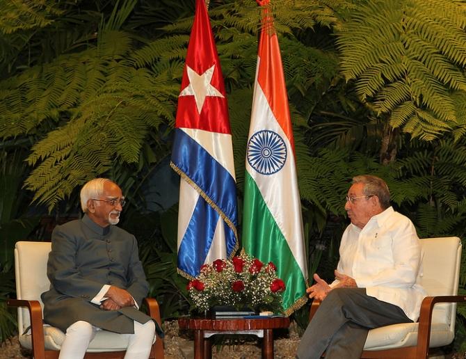 Vice President Hamid Ansari meets Cuban President Raul Castro in Havana