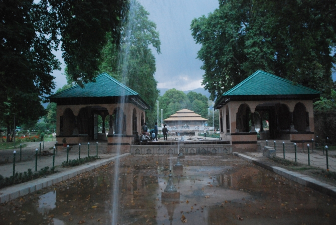 1,500 guests will attend the concert at Shalimar Garden