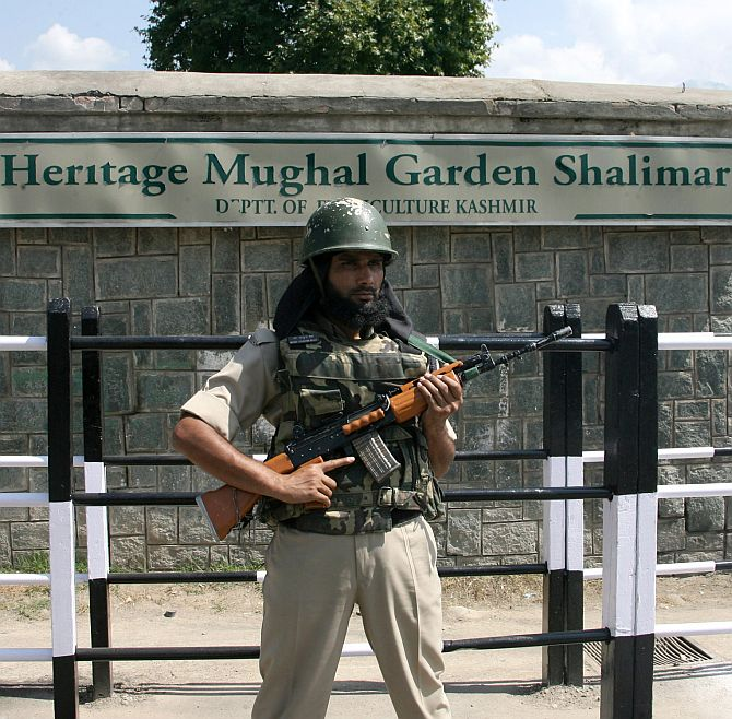 Srinagar locks down for today's twin concerts